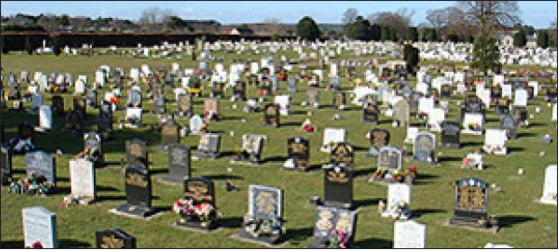 تجارت- فردا- نشانگر فروش مجدد قبر در گورستان